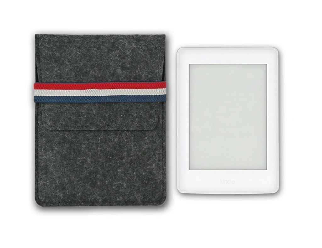 KindleShop Fransk sleeve mørkegrå side om side med Kindle